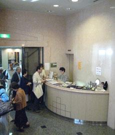 行列をなす古川美術館フロント