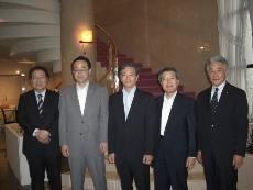 左より 松村先生 高尾副知事 高島学長 笹津理事長 古川館長