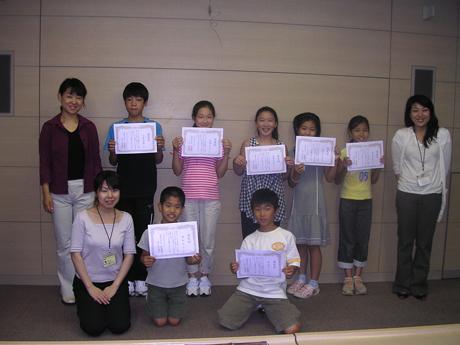 最後は子どもたちは認定書を持って学芸員と記念撮影☆