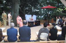 分館 庭園内に特設の「檜茶席」の様子