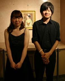 演奏を終えたチェロ・小野田さん(左)とコントラバス・奥田さん(右)
