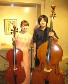 演奏を終えたチェロ・小野田さんとコントラバス・奥田さん