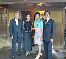 清宗根付館 館長・木下ご夫妻(右)と 古川美術館 館長夫妻