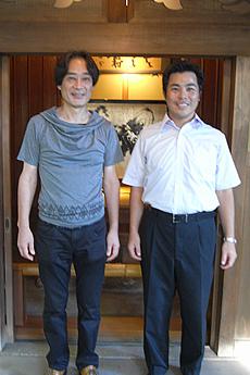 根付作家・黒岩 明様(写真左)、京都 清宗根付館 副館長 伊達様