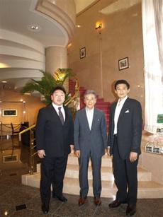 写真左から  常盤山親方、古川館長、貴乃花親方