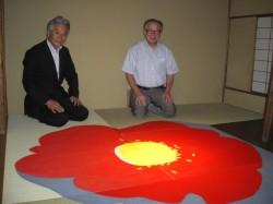「落花、夏の夢。」展にて 古川館長(左)、神田前知事(右)