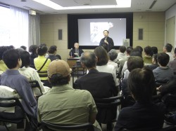 西川右近総師と西川千雅家元との対談の様子