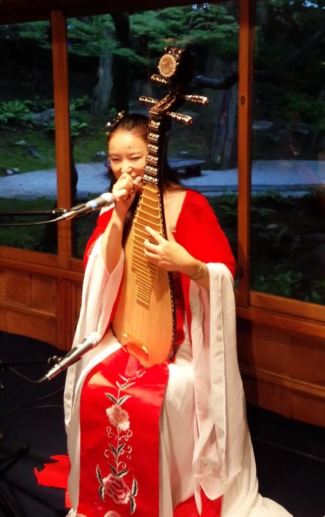 竹田耕三先生からいただいた赤いショールをまといご出演された宗ティンティン様